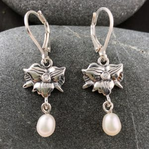 "Trillium Earrings ""Teeny Pearl"" 